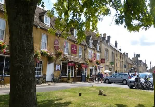 STOW ON THE WOLD MARKET PLACE - cotswold tours from moreton in marsh