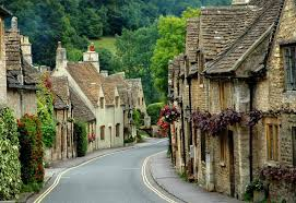 the pretty street of Castle Combe